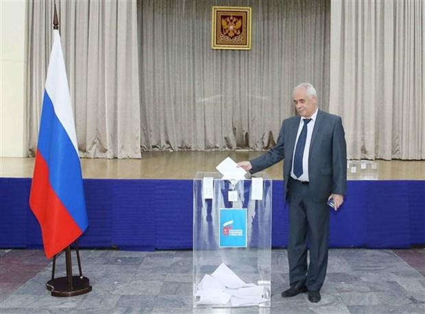 Des citoyens russes au Vietnam votent au referendum sur les amendements constitutionnels hinh anh 1