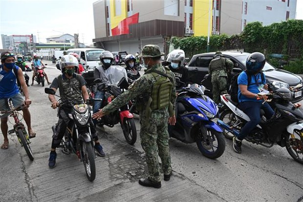 Les Philippines reinstaurent un confinement a Manille hinh anh 1