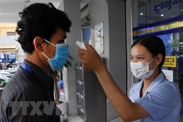 COVID-19 : le Cambodge reduit les frais du test de depistage pour les etrangers hinh anh 1