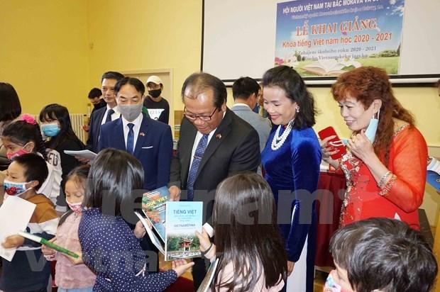 L'enseignement de la langue vietnamienne maintenu a Moravie (Republique tcheque) hinh anh 1