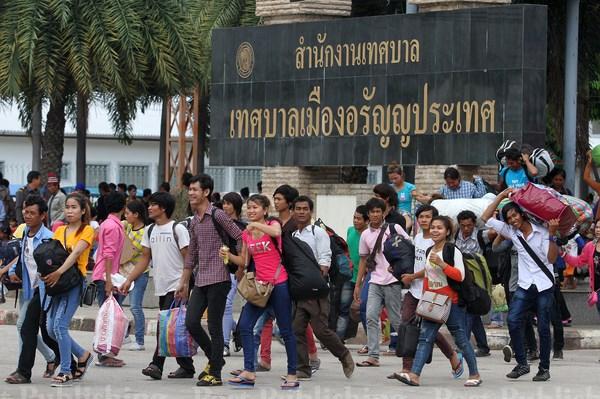 COVID-19 : les travailleurs migrants en Thailande se verront accorder un delai de grace hinh anh 1