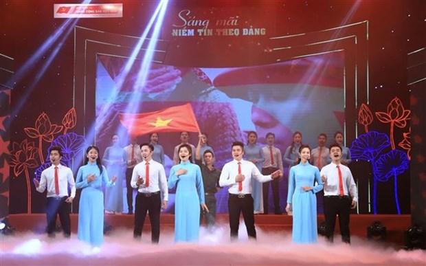 Le programme artistique « La confiance en le Parti brille a jamais » a Hanoi hinh anh 2