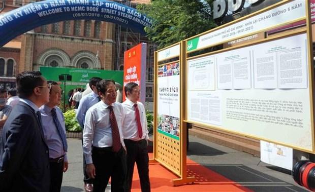 La rue des livres de Ho Chi Minh-Ville fete son 5e anniversaire hinh anh 1