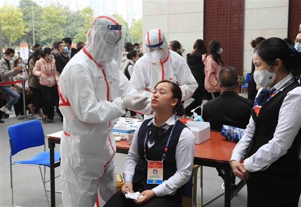 COVID-19: tests rapides pour les personnes impliquees dans le 13e Congres national du Parti hinh anh 1