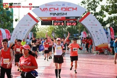 Nombre record de participants au 4e Marathon international Techcombank hinh anh 1