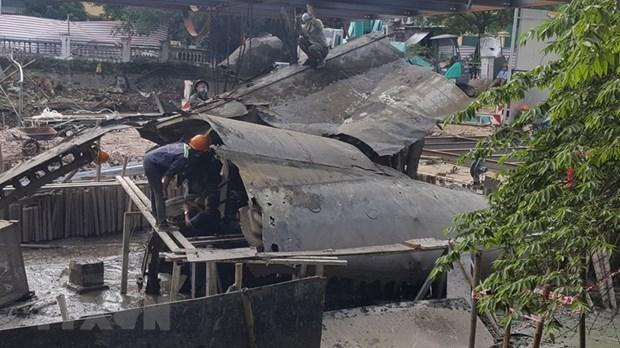 Hanoi : L'epave du bombardier B-52 dans le lac Huu Tiep sortie de l'eau hinh anh 1