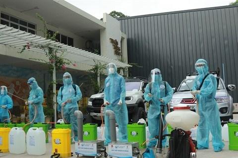 Ho Chi Minh-Ville: l'Union de la jeunesse communiste lance ses equipes de desinfection mobile hinh anh 1