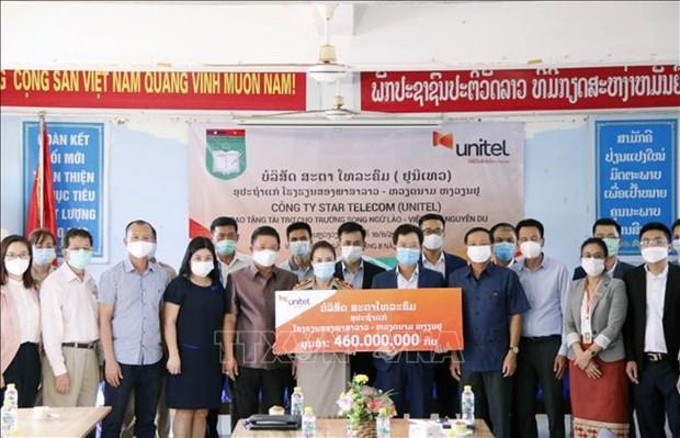 Laos : Star Telecom (Unitel) aide l'ecole bilingue Nguyen Du a ameliorer sa qualite hinh anh 1
