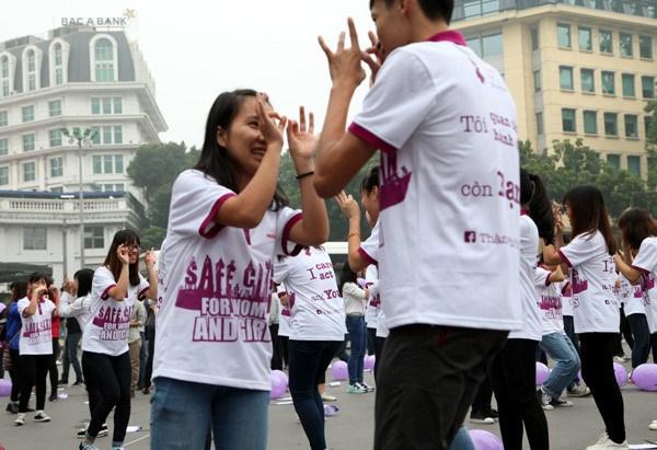 Des milliers de personnes participent a un programme intitule «Danser pour la gentillesse» hinh anh 1