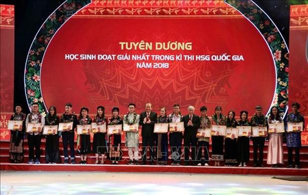 Les eleves et etudiants exemplaires issus des ethnies a l'honneur hinh anh 1