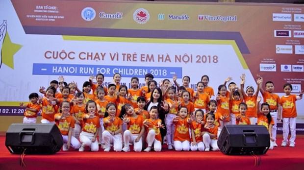 Des milliers de personnes participent a la Course pour les enfants Hanoi 2018 hinh anh 1