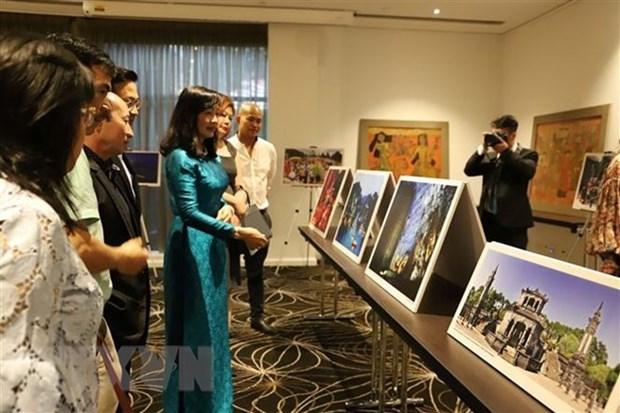 Des laques et photos du Vietnam exposees a Melbourne hinh anh 1