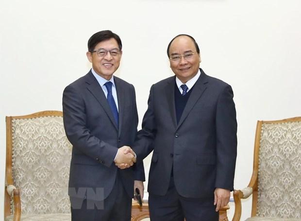 Le Premier ministre Nguyen Xuan Phuc recoit le president du groupe Samsung hinh anh 1