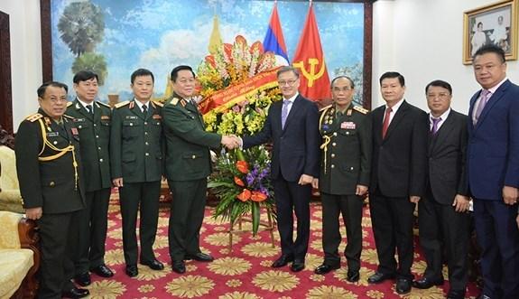 Le Vietnam felicite le Laos a l'occasion du 70e anniversaire de l'armee hinh anh 1
