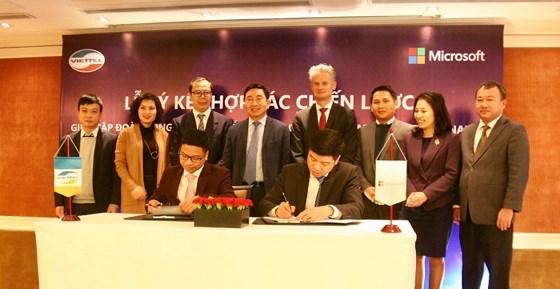 Viettel et Microsoft cooperent pour promouvoir la transformation numerique au Vietnam hinh anh 1