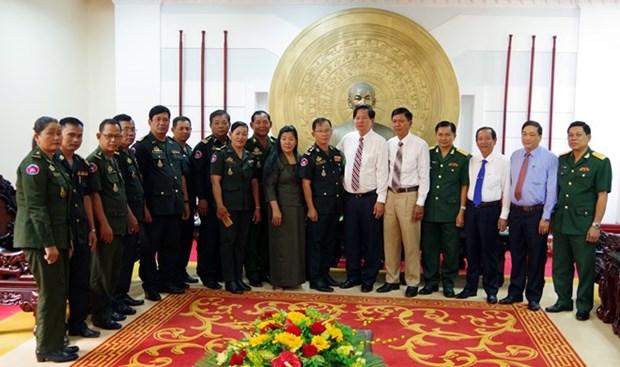 Des officiels cambodgiens partagent la joie du Nouvel An avec la province de Soc Trang hinh anh 1
