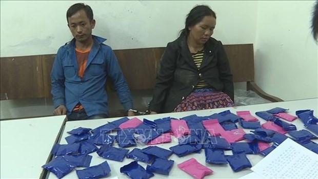 Arrestation de deux trafiquants laotiens de drogue synthetique  hinh anh 1