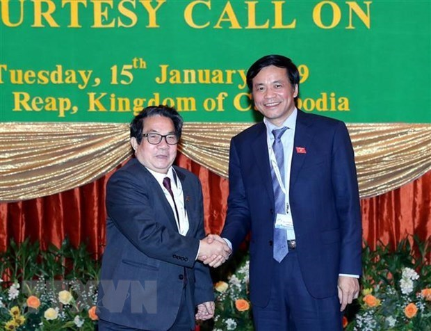 Des legislateurs vietnamiens et cambodgiens partagent leurs experiences hinh anh 1