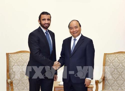 Le PM Nguyen Xuan Phuc recoit le directeur general du groupe d'investissement de Dubai hinh anh 1