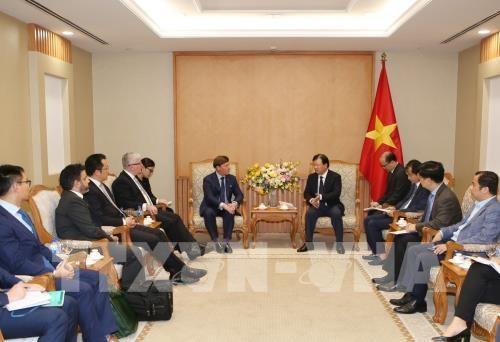 Le vice-PM Trinh Dinh Dung recoit le PDG de la compagnie australienne Macquarie Capital hinh anh 1