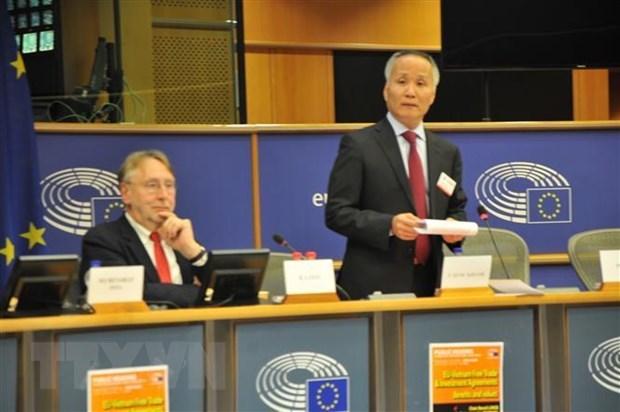 Un parlementaire francais soutient l'accord de libre-echange UE-Vietnam hinh anh 1