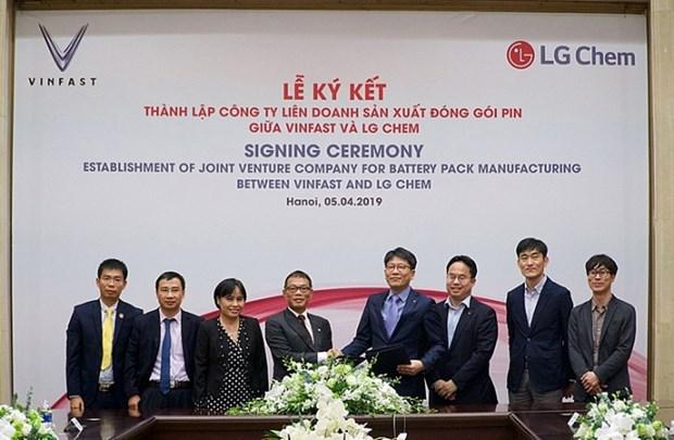 Cooperation Vingroup-LG pour produire les batteries au lithium-ion hinh anh 1