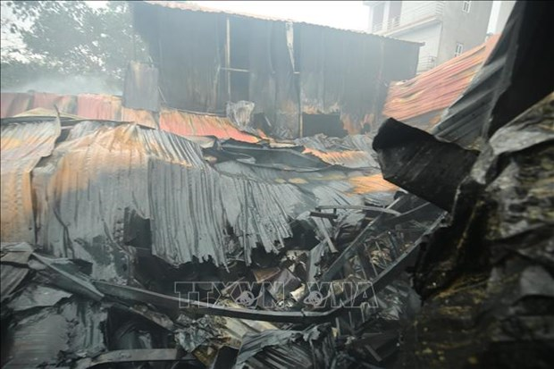 Huit morts et disparus dans un incendie a Hanoi hinh anh 1