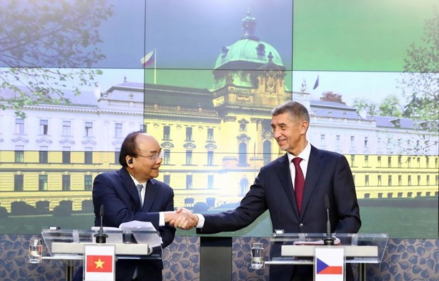 Ouvrir un vaste espace de cooperation entre le Vietnam, la Roumanie et la Republique tcheque hinh anh 1
