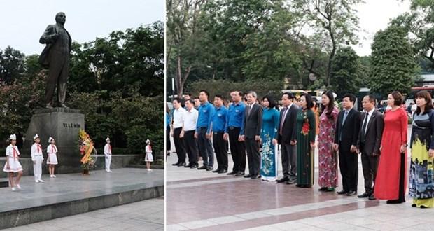 Les responsables de Hanoi rendent hommage a Lenine a l'occasion de son anniversaire hinh anh 1