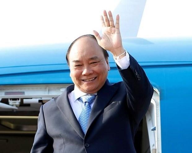 Le PM Nguyen Xuan Phuc part pour participer au 2e Forum de
