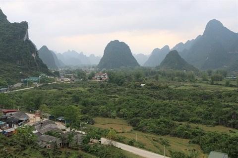 Confection du papier ban des Nung a Cao Bang hinh anh 1