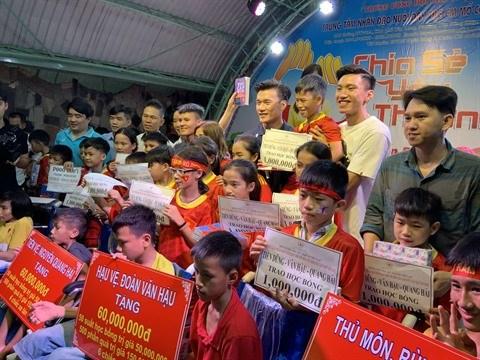 Binh Duong: De genereuses stars du football vietnamien hinh anh 1