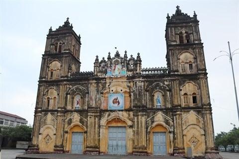 Le jardin Ave Maria et la magnifique cathedrale de Bui Chu attirent les touristes hinh anh 1