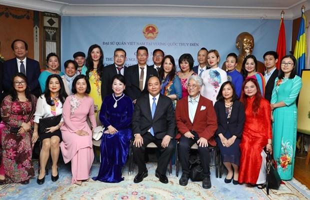 Le PM Nguyen Xuan Phuc rencontre des representants de la communaute vietnamienne en Suede hinh anh 1