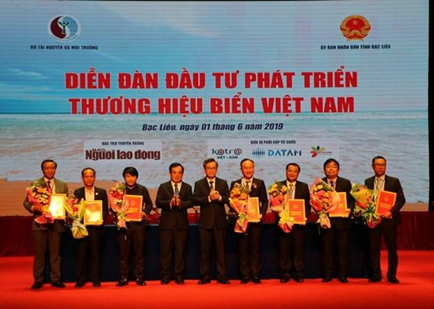 14 contrats signes au forum sur le developpement de la marque maritime du Vietnam a Bac Lieu hinh anh 1