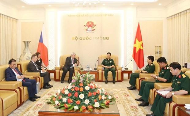Le Vietnam et la Republique tcheque vont faciliter le partenariat dans l'industrie de la defense hinh anh 1