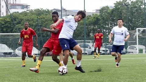 La deuxieme edition du tournoi amical de football Vietnam - France avec succes hinh anh 1