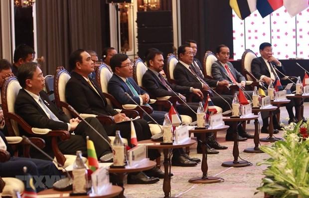 Les dirigeants rencontrent des representants de l'AIPA, de l'ASEAN-BAC et de la jeunesse de l'ASEAN hinh anh 1