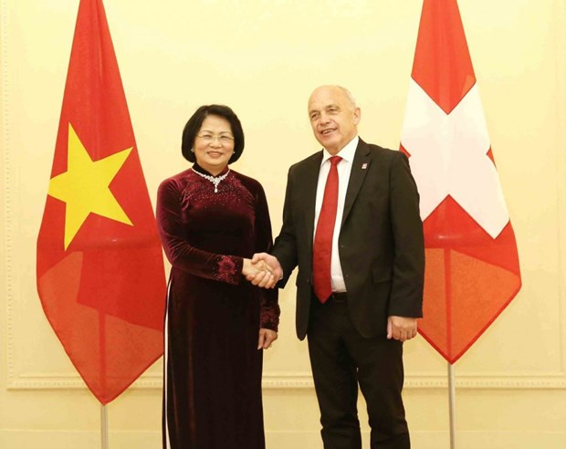 La vice-presidente Dang Thi Ngoc Thinh rencontre le president suisse hinh anh 1