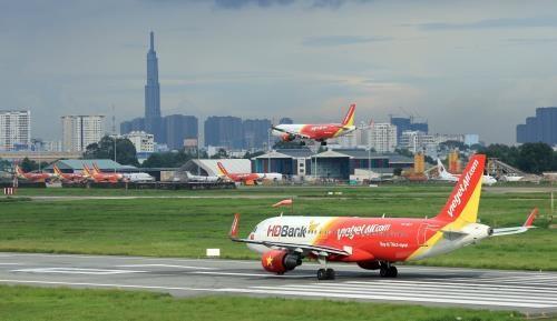 Des agences d'aviation modifient des vols a cause du typhon Mun hinh anh 1