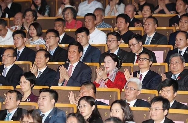 La presidente de l'AN assiste a une performance artistique honorant les relations Vietnam-Chine hinh anh 1