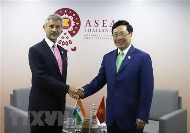 AMM-52 : Le vice-PM et ministre des AE Pham Binh Minh tient des reunions bilaterales hinh anh 1