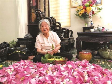 Aromatiser le the au lotus: l'extraordinaire art des Hanoiens hinh anh 1