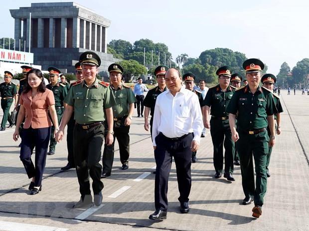 Le PM Nguyen Xuan Phuc verifie les travaux de renovation du mausolee du president Ho Chi Minh hinh anh 1