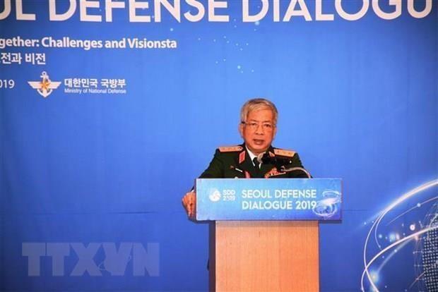 Dialogue de defensel: Le vice-ministre de la Defense Nguyen Chi Vinh parle de la cybersecurite hinh anh 1