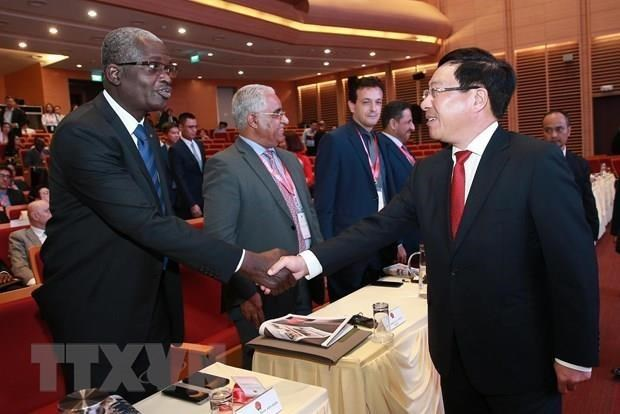 Les ambassadeurs des pays du Moyen-Orient et d'Afrique saluent la cooperation economique avec le VN hinh anh 1