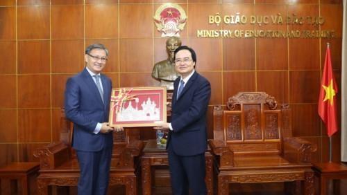 Renforcer la cooperation vietnamo-laotienne dans l'education hinh anh 1