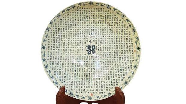 Une plaque en ceramique de Chu Dau remporte le record du monde Guinness hinh anh 1