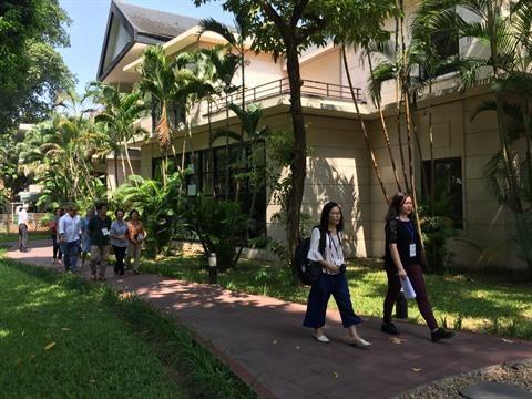 Une journee pour decouvrir l'ambassade de France au Vietnam hinh anh 1