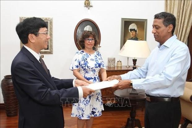 Les Seychelles prennent en consideration les relations avec le Vietnam hinh anh 1
